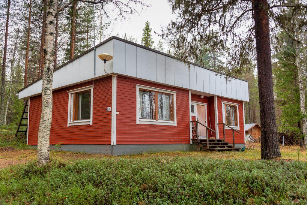 Sonka sijaitsee Sonkajärven rannalla.