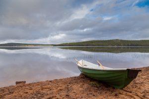 Soutuvene, järvi, järven ranta
